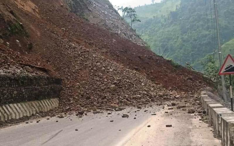 नारायणगढ-मुग्लिन सडकमा फेरि पहिरो, देशभर ५७ सडकमाएकतर्फी सवारी सञ्चालन