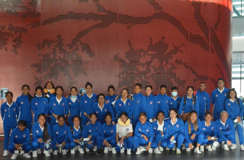 उज्वेकिस्तान पुग्यो महिला फुटबल टोली